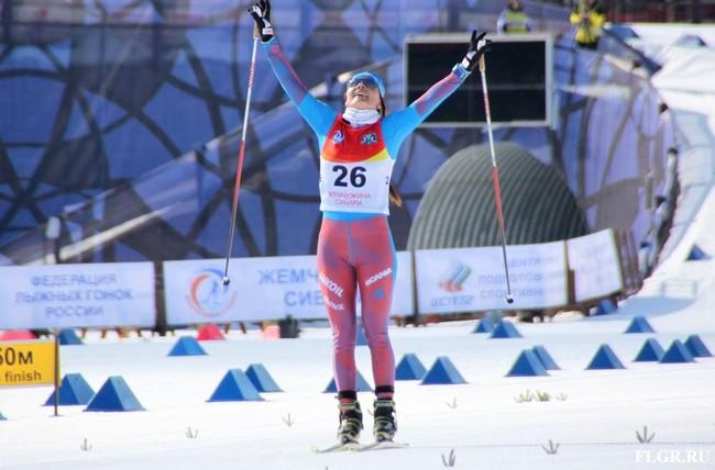 Победительница скиатлона Анастасия Седова