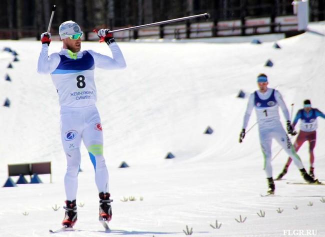 Победитель мужского скиатлона Евгений Дементьев